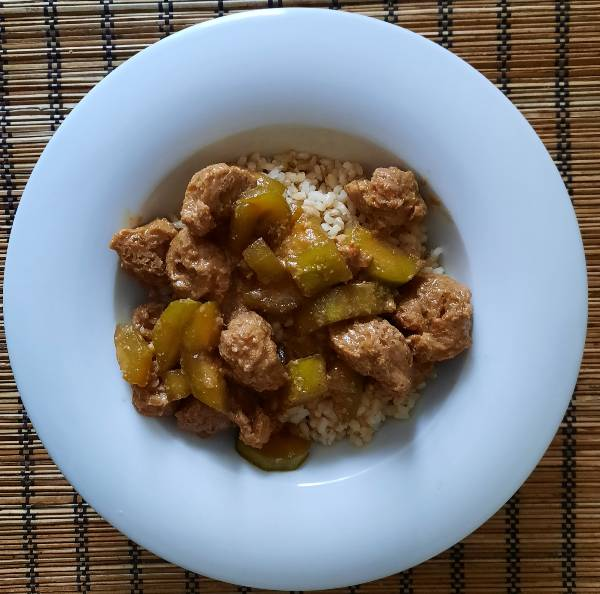 Thai vega 'csirke' 'satay' szósszal