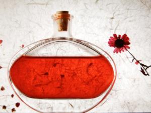 Read more about the article A parfümkészítés boszorkánykonyhája, avagy hogyan alkottam meg első saját illatomat?