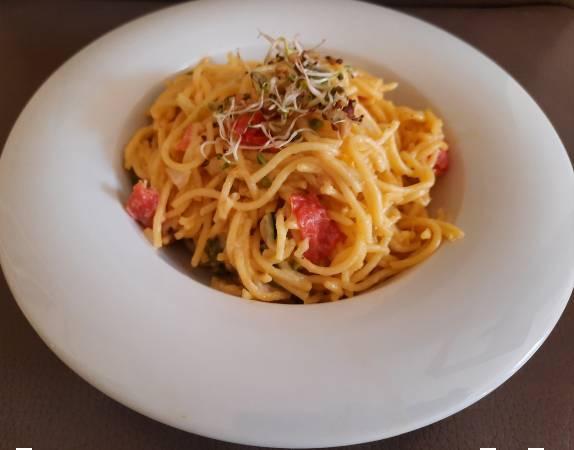 Read more about the article Spárgás spagetti hollandi mártással és cukkinivel